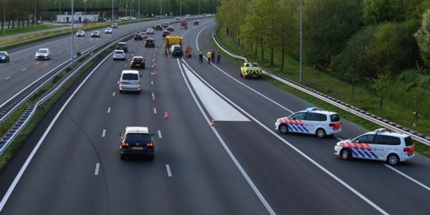 Auto ramt twee keer de vangrail bij crash op A2 bij Liempde