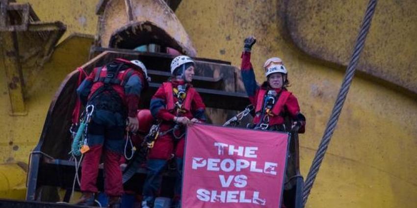 Greenpeace verlaat boorplatform door slecht weer