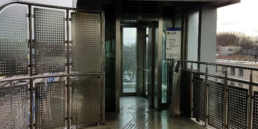 Man (54) omgekomen na fatale vechtpartij metroperron Rotterdam