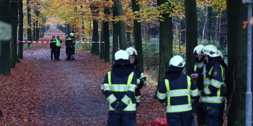 Wandelaar stuit in bos op brandend lichaam