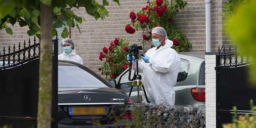 Foto van schietpartij auto woning Veghel   Sander van Gils   www.persburosandervangils.nl