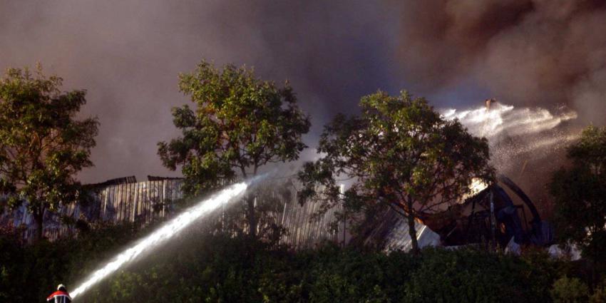 Zeer grote brand papier opslagloods Tilburg