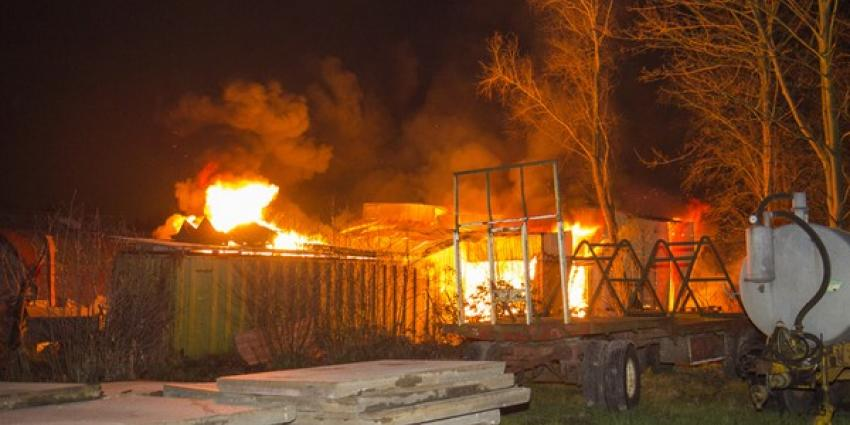 Loods in Schiedam gaat in vlammen op