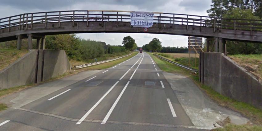 Foto van de houten loopbrug voor het ongeval   Google Streetview