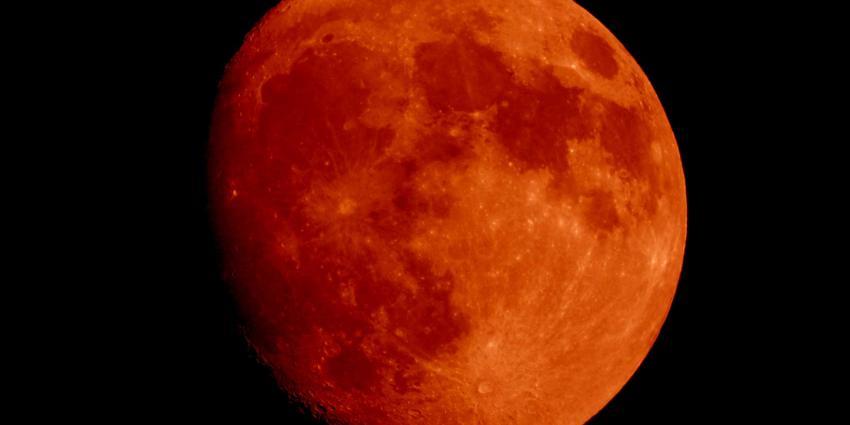 Maan kleurt vrijdagavond helemaal rood, langste bloedmaan van de eeuw