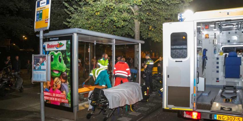 Scooterrijder gewond na botsing tegen bushokje
