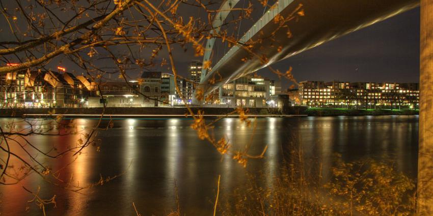 Hoge Brug in Maastricht in het donker