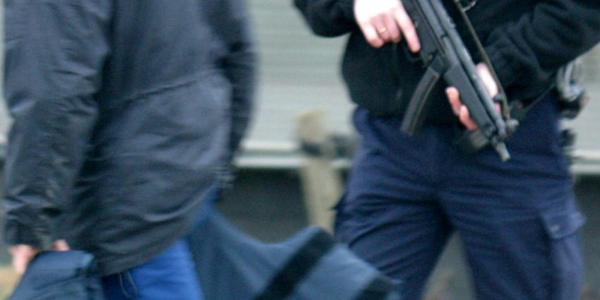 Machinegeweren aangetroffen bij inval in woning Hoogblokland