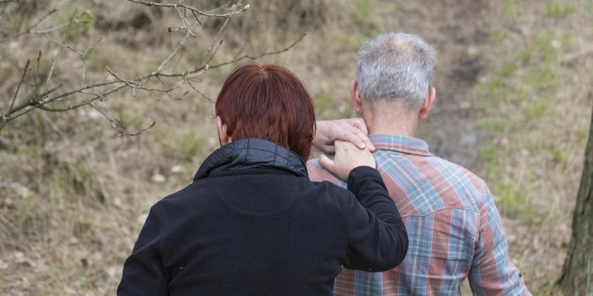 Grote verschillen in mantelzorg geven aan partner of aan ouder