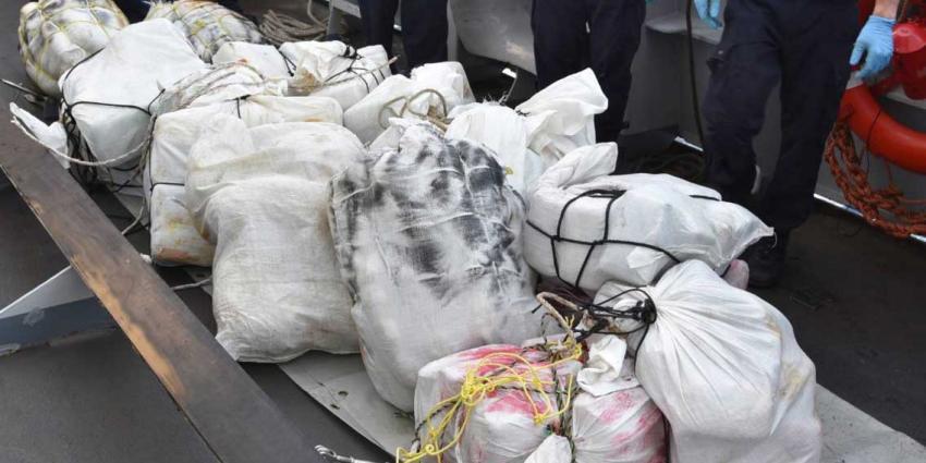 Marineschip onderschept 400 kilo marihuana