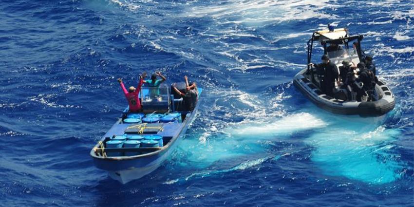 Foto van Marine die drugssmokkelaars arresteert | Min. Defensie