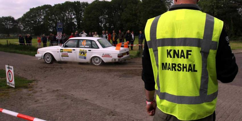 Foto van marshal auto rally ELE 2013   Fons Hendriks   www.hendriks-multimedia.nl