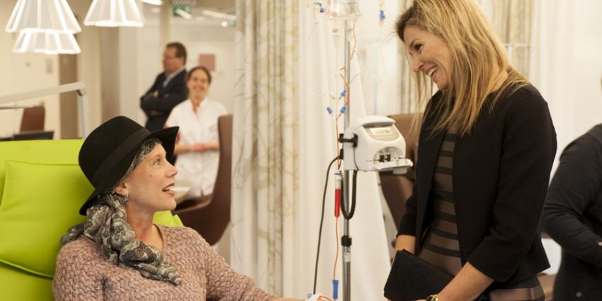 Koningin Máxima brengt werkbezoek aan het Alexander Monro Borstkankerziekenhuis