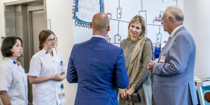 Koningin Máxima bezoekt UMCG Protonentherapiecentrum