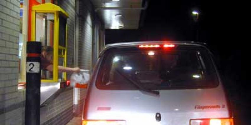 Foto van McDrive bij McDonald's restaurant   Archief EHF
