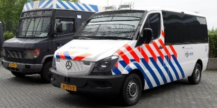 Mobiele eenheid krijgt witte voertuigen met politiestriping