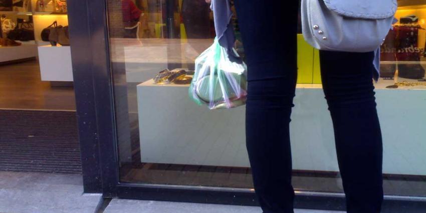 CBS: Consumenten besteden meer, hun vertrouwen neemt toe