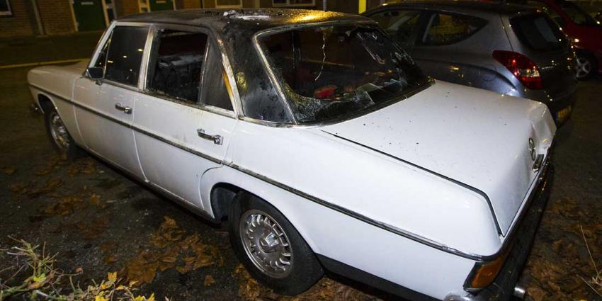 Klassieke Mercedes uitgebrand in Den Bosch