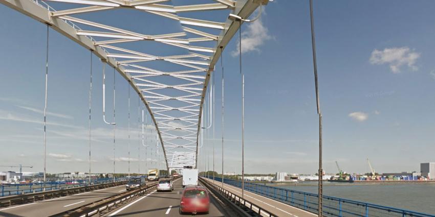 Geen vrachtverkeer over Merwedebrug A27 Gorinchem door scheurtjes in brug