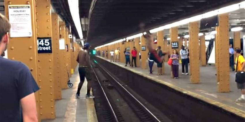 Sprong van ene naar andere metroperron loopt niet als gepland