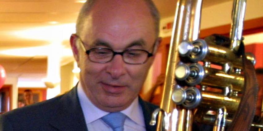 Suriname steunt Van Praag in run om FIFA-voorzitterschap