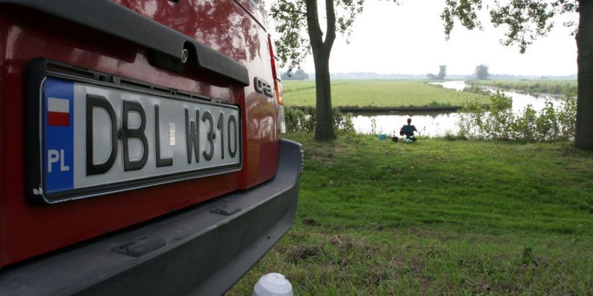 Foto van auto met Pools kenteken | Archief FBF.nl