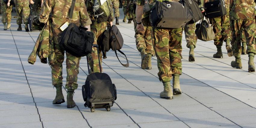 foto van militairen kazerne | bon