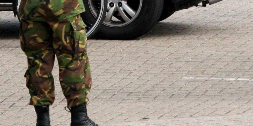 militair bij auto