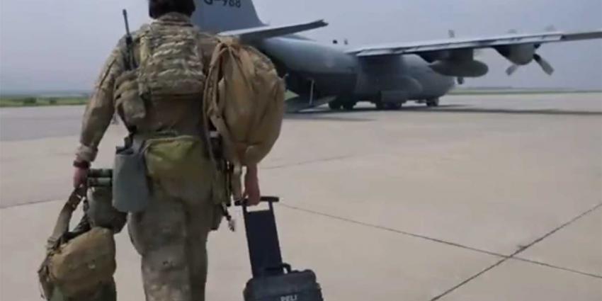 militair-vliegtuig-evacuatie