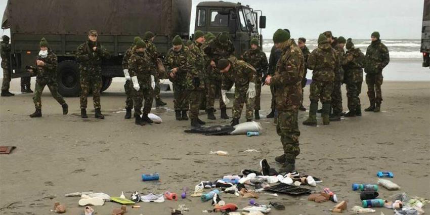 Militairen beginnen met stranden op te ruimen