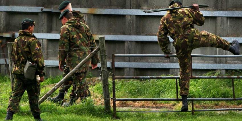 Foto van militairen zoekactie natuur | Archief EHF