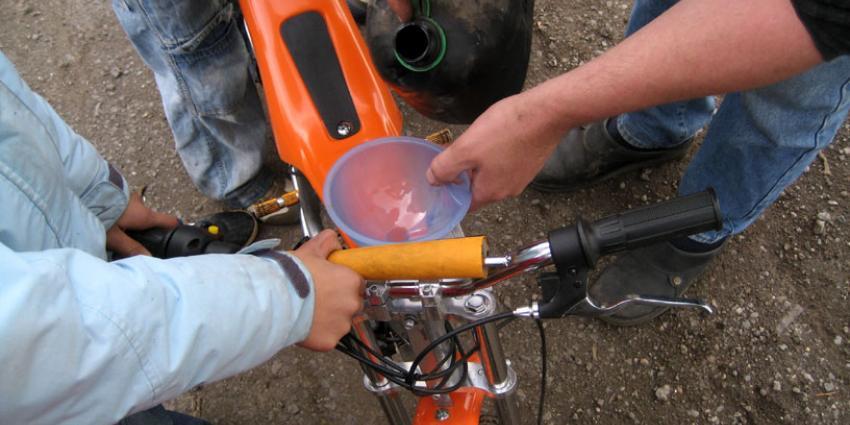 foto van brommer benzine | fbf