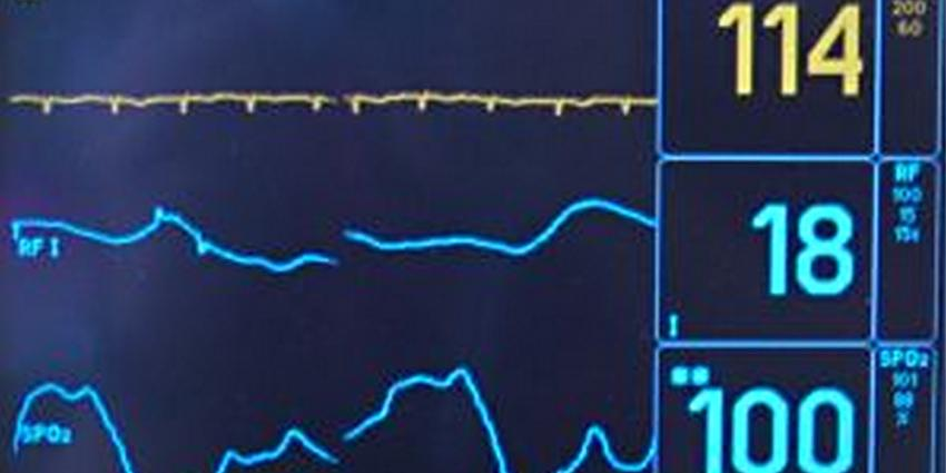 Fot ovan monitor met hartslag medisch | Stock.xchng