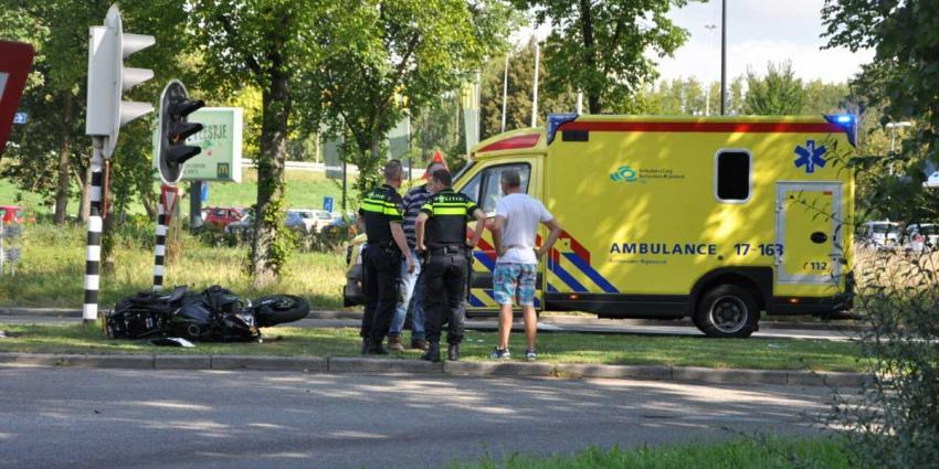Politie onderzoekt mogelijke 'wheelie' gecrashte motorrijder