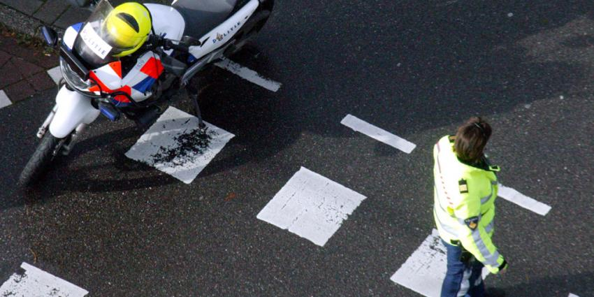 Motorrijder verongelukt na botsing met vrachtauto