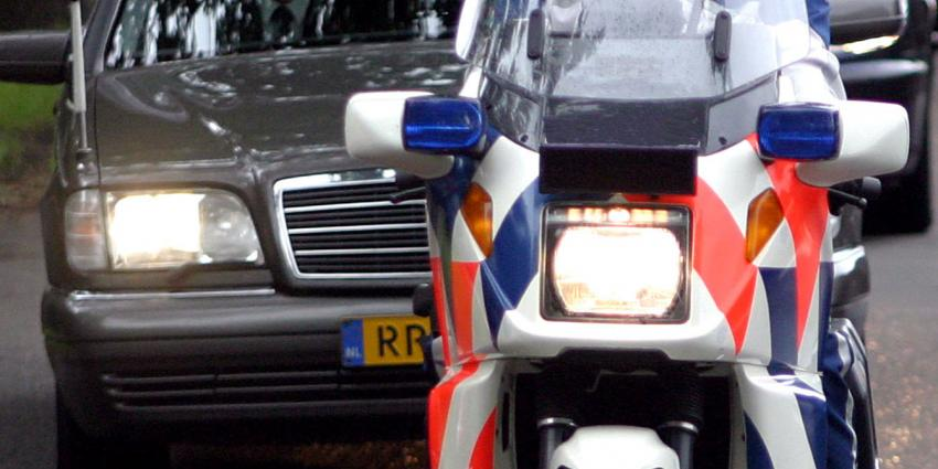 Motorrijder zwaar gewond na aanrijding met rouwauto