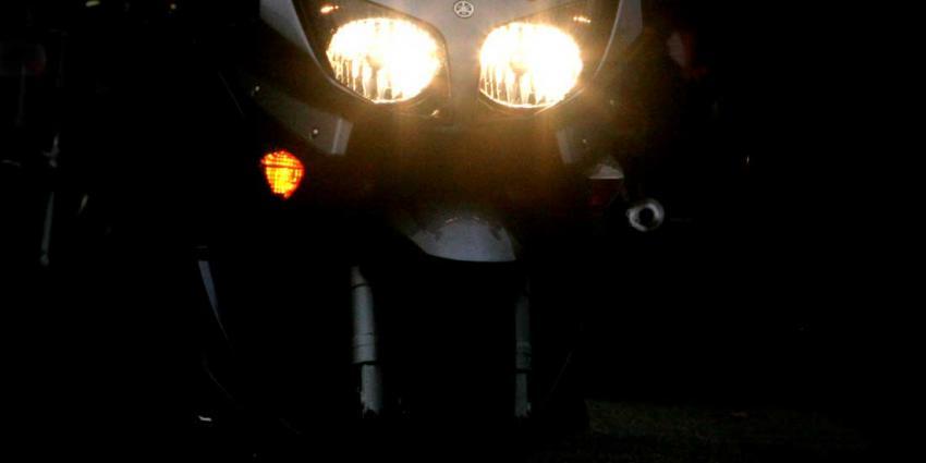 Aanrijding met auto kost motorrijder (25) het leven
