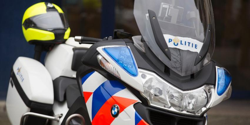 Motoragent slingert 28 bestuurders op de bon voor fotograferen ongeval