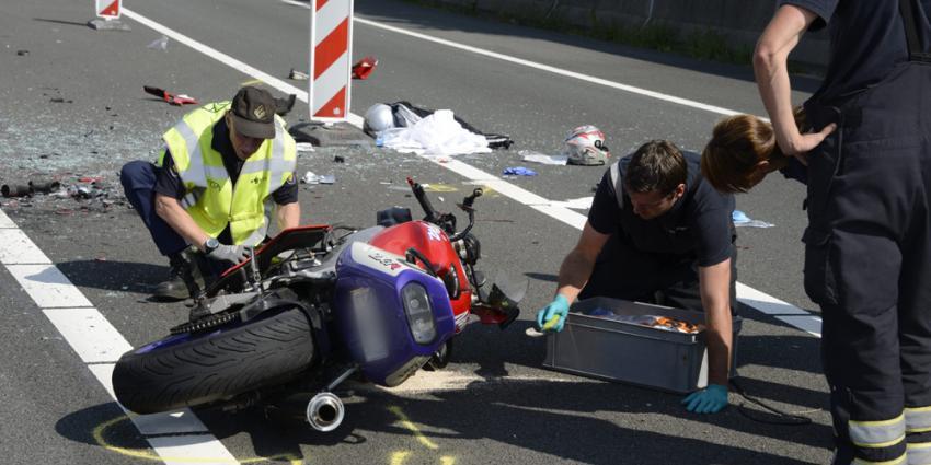 Aanrijding achter herdenkingstocht  MH17 tussen motor en auto A27 Utrecht