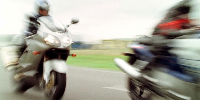 Motorrijders vallen bij bosjes. Vier doden, twee zwaargewonden