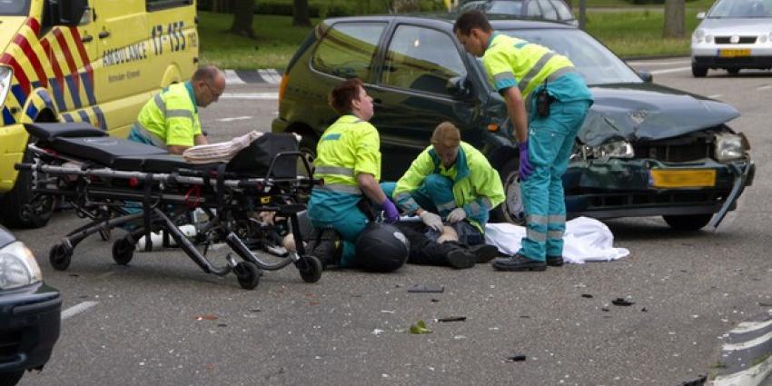 Motorrijder flink gewond bij aanrijding