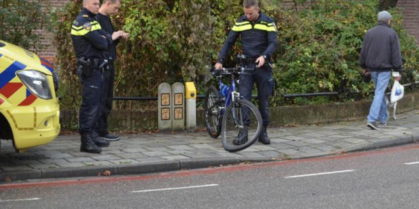 man, mountainbike, gewond, ambulance, aanrijding, auto
