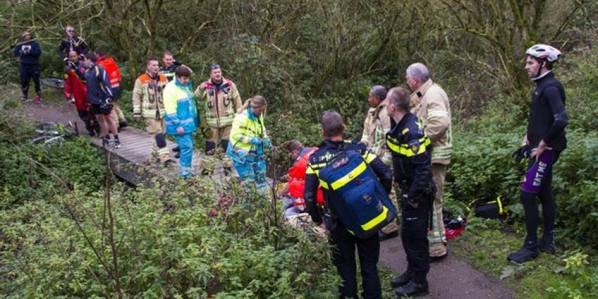 Mountainbiker ernstig gewond na val in Broekpolder