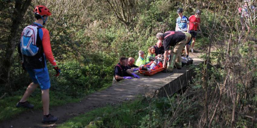 Mountainbiker gewond na val in Broekpolder in Vlaardingen
