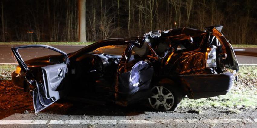 Twee zwaargewonden en flinke ravage bij ongeval op N65