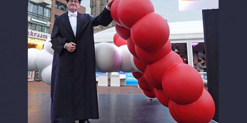 Levensgrote nanocar Ben Feringa op Grote Markt Groningen