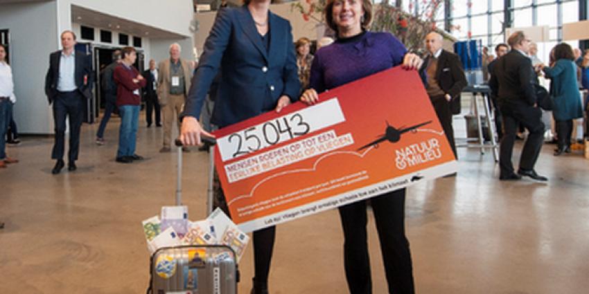 25.000 handtekeningen voor belasting op vliegen