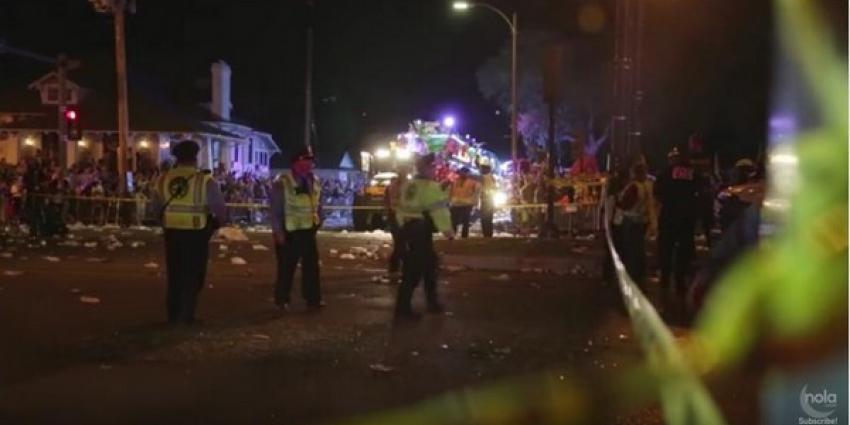 Man rijdt in op carnavalsoptocht New : 28 gewonden