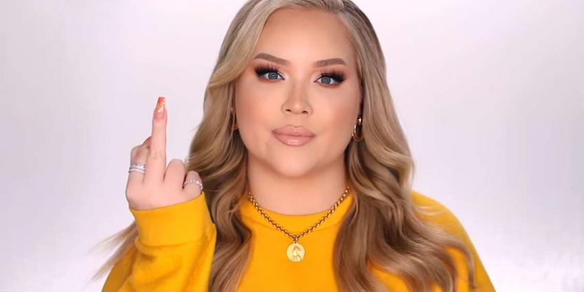 YouTube-ster Nikkie de Jager in haar coming out-video