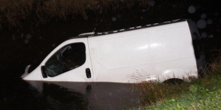 Voertuig te water bij Nieuw Weerdinge doet hulpdiensten massaal uitrukken.